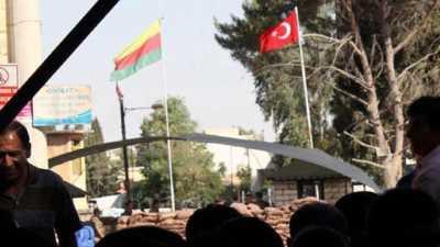 Suriye Kürtleri, sınıra yeniden bayrak çekti