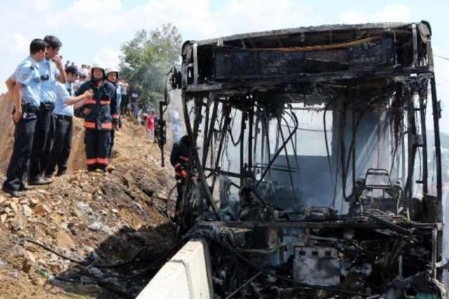 TEM'de halk otobüsü alev aldı, 4 ölü var