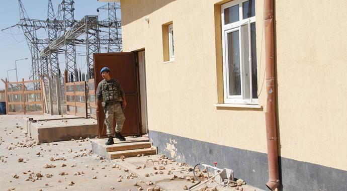 Trafo dağıtım merkezini basan çiftçiler 2 askeri yaraladı