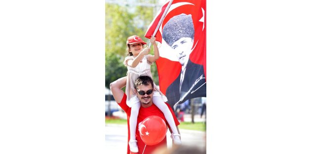 Adana'da Coşkulu Cumhuriyet Bayramı Kutlaması