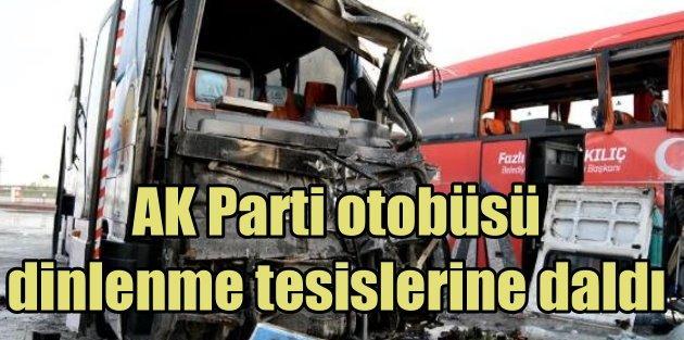 Ak Parti seçim otobüsü, dinlenme tesisine daldı: 3 yaralı