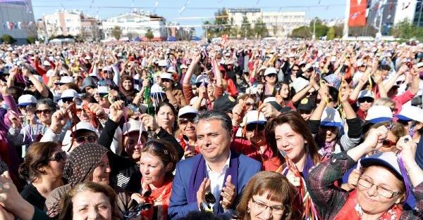 Antalya'da, 15 bin kadın şiddete karşı tek ses oldu