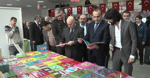 Arnavutköy'deki kitap fuarı büyük ilgi gördü