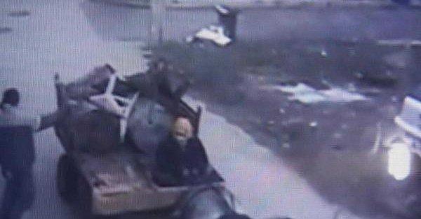 At Arabalı Hırsızlar Güvenlik Kamerasına Yakalandı