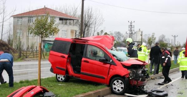 Aynı şeritte ters yön kazası: 2 yaralı