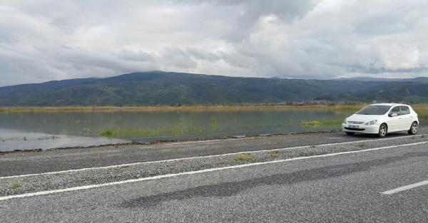 Baraj kapakları açıldı, tarım arazileri göle döndü