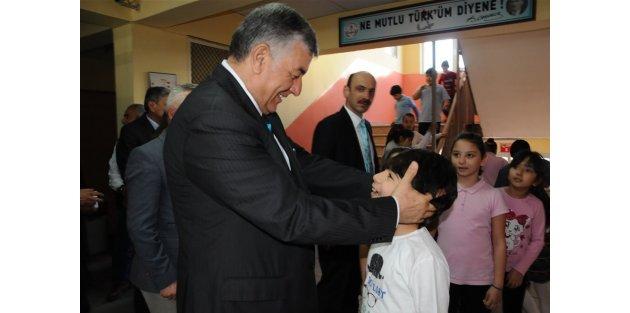 Başkan Genç, Okul Ziyaretlerine Aralıksız Devam Ediyor