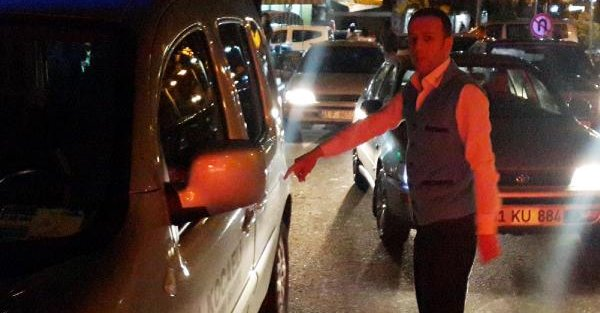 Belediye Görevlilerinin Elindeki 5 Bin 100 Lira Bıçak Zoruyla Gasp Edildi