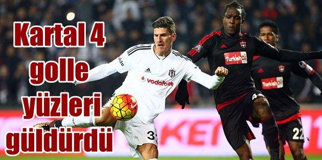 Beşiktaş 4 golle taraftarın gönlünü fethetti