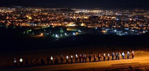 Binlerce Dadaş Ecdadına Yürüdü