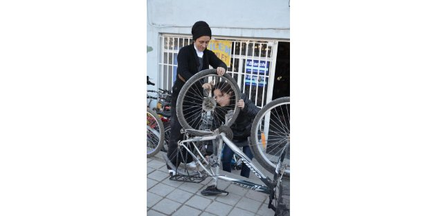 Bisiklet tamircisi abla- kardeş