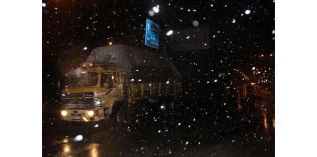 Bolu'da kar alârmı; Fırtına ve kar ulaşımı etkimiyor