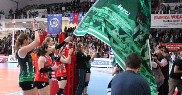 Bursa Büyükşehir Belediyespor altın setle finalde