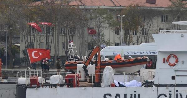 Cesetleri Sahil Güvenlik Komutanlığı'na Ait Teknede Savcı İnceliyor