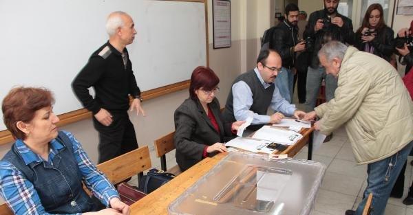 CHP Manisa'da Özgün Özel üstünlüğü