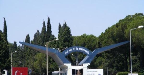 Çiğli 2'nci Ana Jet Üs Komutanlığı'nda, asker cinneti: 1 ölü, 1 yaralı (2)