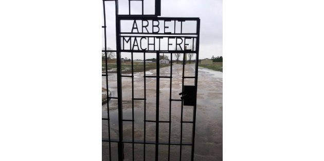 Dachau Nazi Toplama Kampının Tarihi Kapısı Çalindi