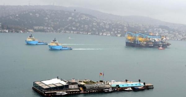 Dev İnşaat Gemisi, İstanbul Boğazı'ndan Geçti