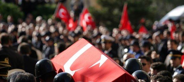 Diyarbakır şehitlerini gözyaşlarıyla uğurladı