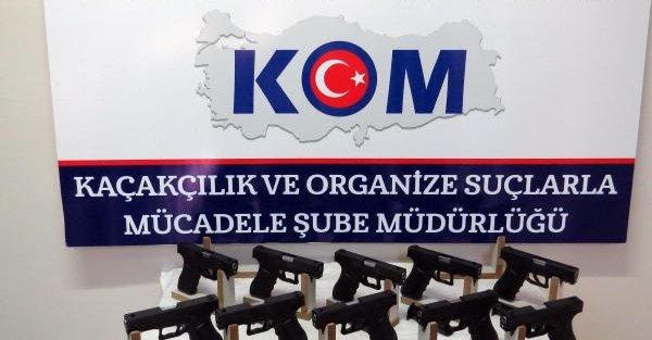 Diyarbakır'da 10 Glock marka tabanca ele geçirildi