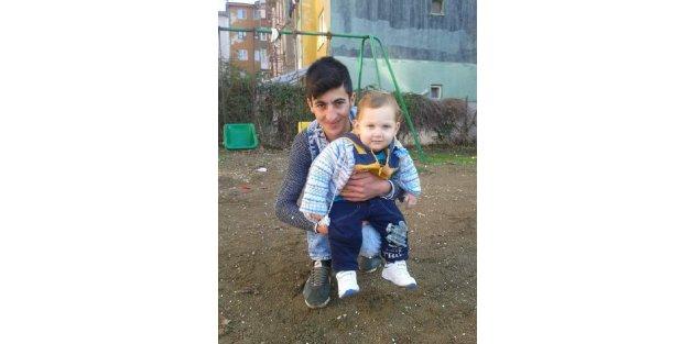 Dördüncü kattan düşen 14 aylık Abdulkadir yaşam mücadelesi veriyor