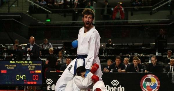 Dünya Karete Şampiyonasi'nda İlk Finalist Enes Erkan