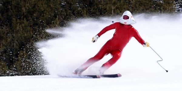 Dünyanın en hızlı kayakçıları Palandöken'de şov yaptı