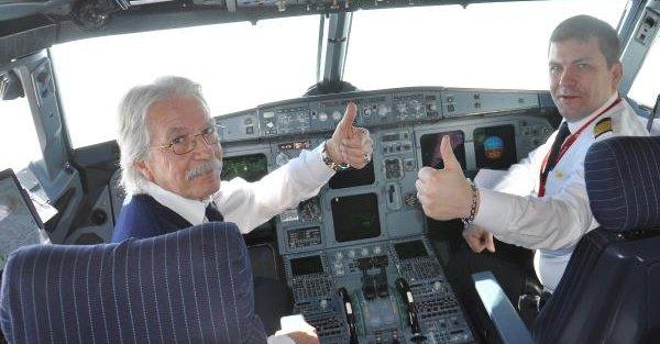 Ek fotoğraf - Son uçuşunda babasına eşlik etti