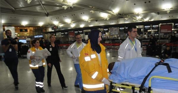 (EK FOTOĞRAFLAR) Senegalli yolcu Atatürk Havalimanı'nda doğum yaptı