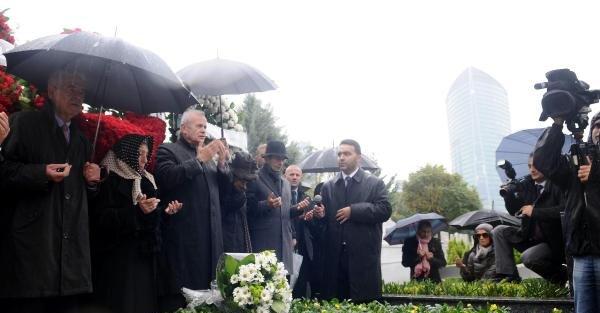 Erdal İnönü Ölümünün 7. Yılında Mezarı Başında Anıldı