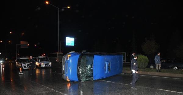 Eskişehir'de Askeri Minibüs Devrildi: 2 Yaralı