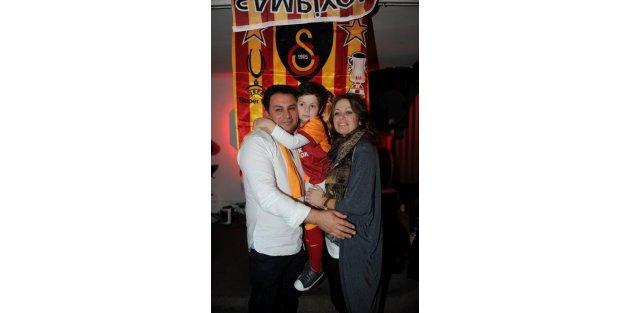 Fenerbahçe - Galatasaray derbisinin heyecanı Londra'da da yaşandı