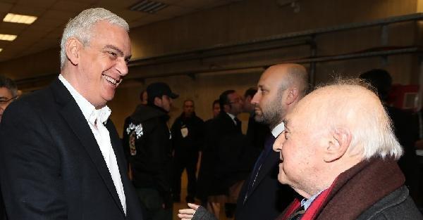 Fenerbahçeli yöneticiler, Galatasaray Başkanı ve yöneticilerini statta karşıladı