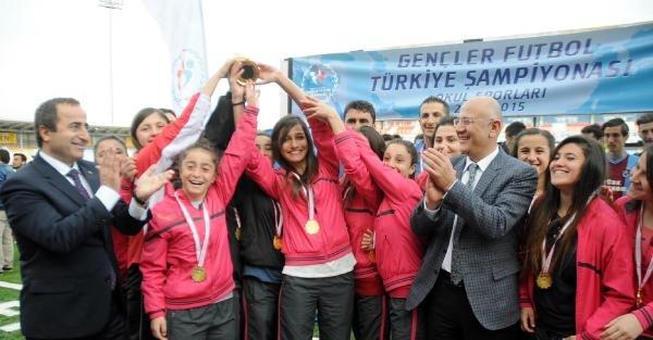 Futbolda, Amasya ve Trabzon Türkiye Şampiyonu