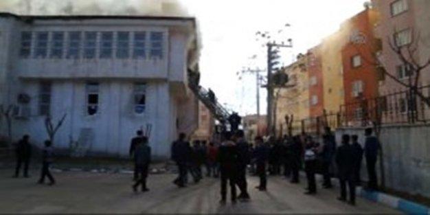 PKK'lılar Şırnak'ta kütüphane kundakladı, 4 çocuk ağır yaralandı
