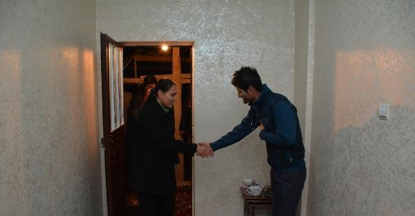 Hakkari Belediye Başkanı'ndan Gece Ev Ziyaretleri