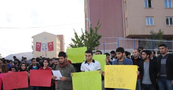 Hakkari'de Üniversite Öğrencilerinden Polis Protestosu