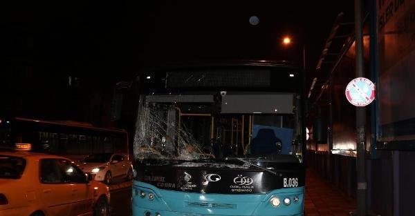 Halk Otobüsü Panelvana Çarpti