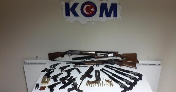 Hatay'da 17 silah ele geçirildi