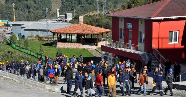 İki Asgari Ücret Ödenmeyince Madenci İş Bıraktı (2)