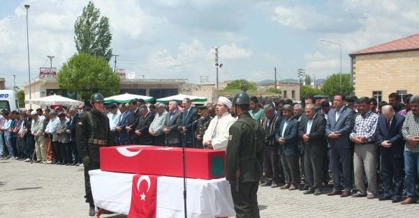 İntihar ettiği belirtilen Nevşehirli asker toprağa verildi