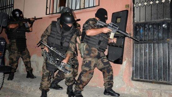 İstanbul Terörle Mücadele Şubesi şafak operasyonu yaptı