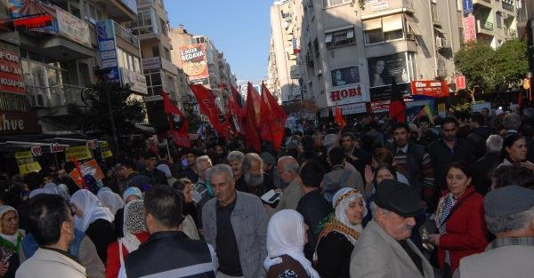 İzmir'de Kobani'ye Destek Yürüyüşü