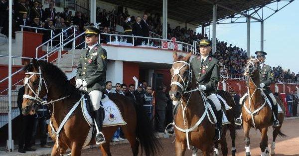 Jandarma'nın Eğitimli Köpeklerinin Gösterisi İlgi Çekti