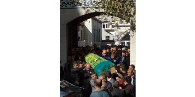 Kader Ortakaya'nın Cenazesi İstanbul'da Toprağa Verildi