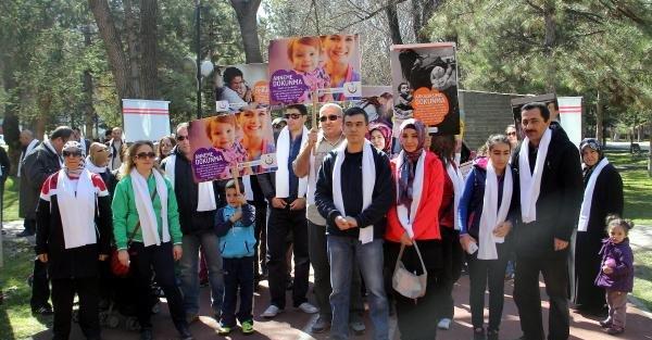 Kadın sağlık çalışanına şiddete karşı yürüdüler