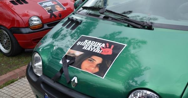 Kadına şiddete  'Dur' demek için otomobilleriyle mesaj verdiler