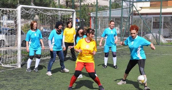 Kadınlar Günü'nde 'Annem futbol oynuyor' etkinliği