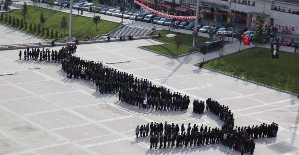 Karabük'te 500 Kişi Atatürk İmzasi Oluşturdu
