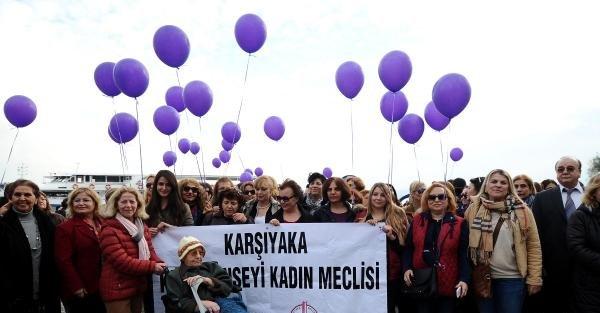 Karşıyaka'da 8 bin kadın türkü söyledi